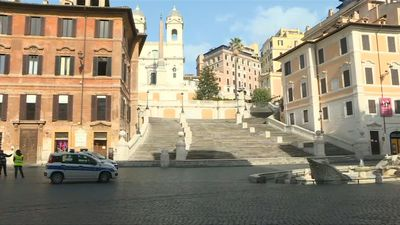 Coronavirus: Piazza di Spagna in Rome almost deserted as death toll surpasses 10,000