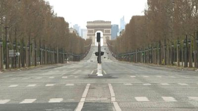 Coronavirus: the Champs-Elysées empty on the 13th day of lockdown in Paris