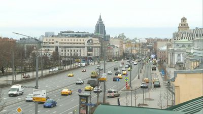 Coronavirus: Moscow outer ring road still busy on first day of lockdown