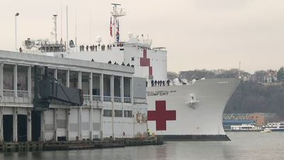Coronavirus: US military hospital ship arrives in New York