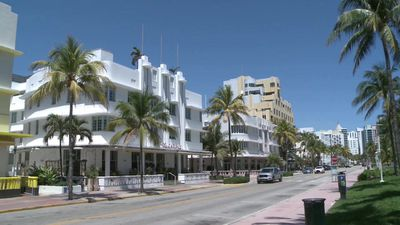 Coronavirus: Miami empties after struggling to enforce containment