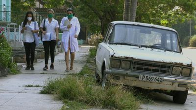 Coronavirus: Medical teams in Cuba pay door-to-door visits