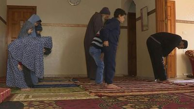Coronavirus: Muslim family prays at home after mosques close in Gaza