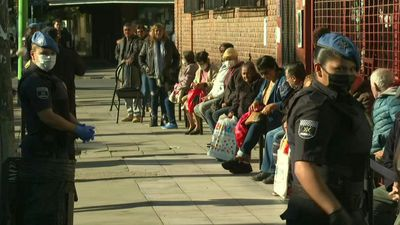 Coronavirus: people queue outside bank in Argentina to receive payment