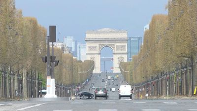 Coronavirus: Champs-Elysees lies empty on 21st day of lockdown