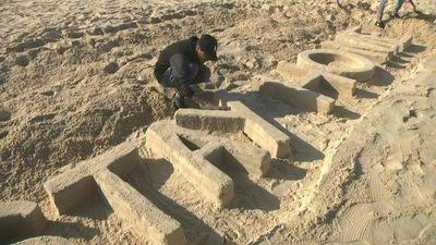 Coronavirus: Artist calls on Gazans to 'stay home' with sand sculpture