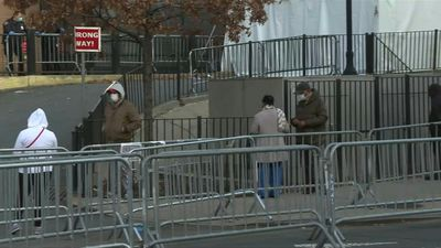 Coronavirus: New Yorkers line up outside hospital for testing