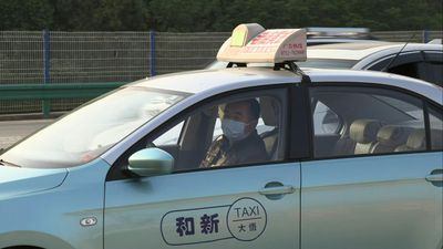 Coronavirus: Drivers at Wuhan road checkpoint as authorities lift exit ban