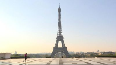 Coronavirus: Joggers out early in Paris as daytime jogging ban begins