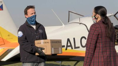 Hundreds of Czech pilots volunteer to distribute medical material