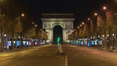 Coronavirus: Paris lockdown leaves landmarks abandoned