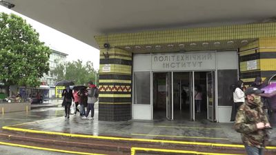 Ukraine: metro returns to regular service in Kiev as virus lockdown eases