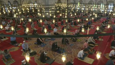 Istanbul's Fatih mosque holds first mass prayer since mid-march
