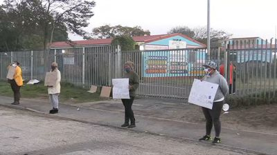 Coronavirus: South African parents protest outside school