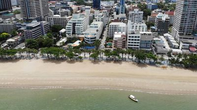 Pattaya beach reopens as Thai loosens virus restrictions