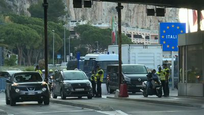 Italy reopens its borders