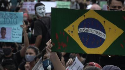 Brazilians protest Bolsonaro, recreate George Floyd death