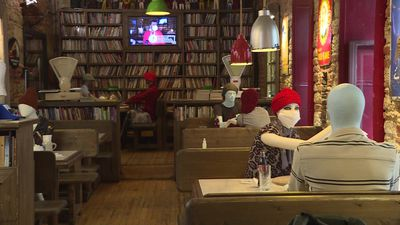 Mannequins help enforce social distancing in Istanbul