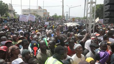 Thousands of protesters demand Mali leader step down