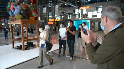 Applause as public return to reopened Centre Pompidou in Paris