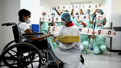 Colombian woman engaged after recovering from virus