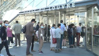 First visitors return to Louvre museum as it reopens after 16-week virus shutdown (2)