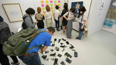 Up for grabs: Tokyo art exhibit invites theft