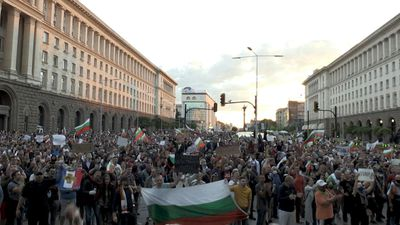 Bulgarians protest for fifth night against government