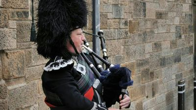 Pipers and guides back in business as tourism on Edinburgh's Royal Mile reopens