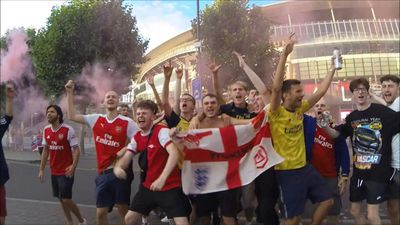 Arsenal fans celebrate win against Chelsea in FA Cup final