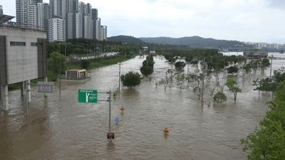 Heavy rains trigger flooding along Seoul's Han river
