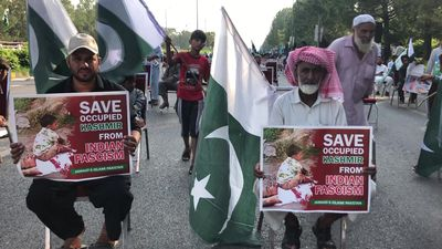 Pakistanis rally one year after Indian Kashmir clampdown