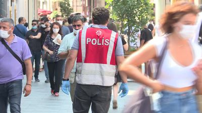 Istanbul police enforce mask wearing as COVID-19 cases rise