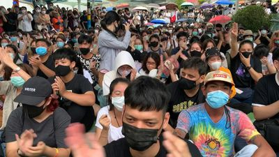 Hundreds protest in Bangkok after activist arrests