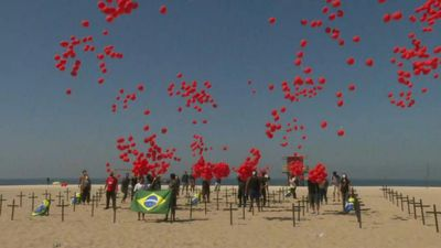 A thousand red balloons are released as a tribute to the 100,000 Brazilians killed during the pandem