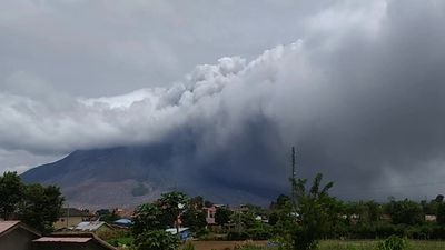 Fresh tower of smoke and ash as Indonesia's rumbling Mt. Sinabung erupts