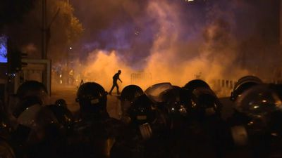 Fresh clashes between police and protesters near parliament in Beirut
