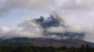 Indonesia's Mt Sinabung erupts again, triggers flight warning