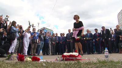 Belarus: EU ambassadors lay flowers at makeshift memorial after post-vote crackdown