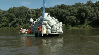 Rowing while dredging waste: Hungarian race in green mode