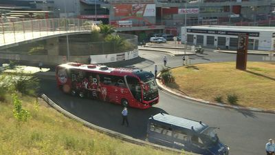 Champions League: Bayern players' buses arrive at Lisbon stadium