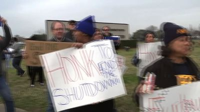 Federal workers in Houston protest shutdown