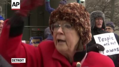 Federal workers rally in Detroit over shutdown