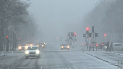 Blast of winter weather hits Washington, DC