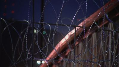 Agents put razor wire on El Paso border fences