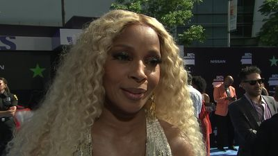 Mary J. Blige cries happy tears at BET Awards