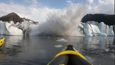 Alaska kayakers escape wave from glacier collapse