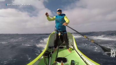 Spaniard paddles from US West coast to Hawaii
