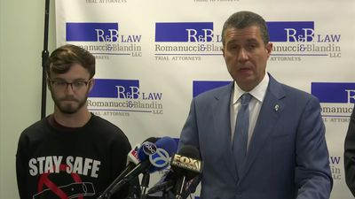 Illinois teen sues top e-cigarette maker