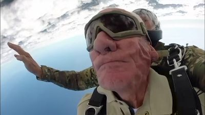 98-year-old veteran is still leaping out of planes